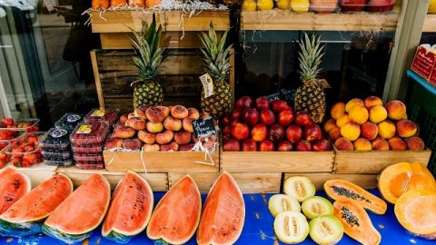 The Experience of Being Honest in Fruit-selling