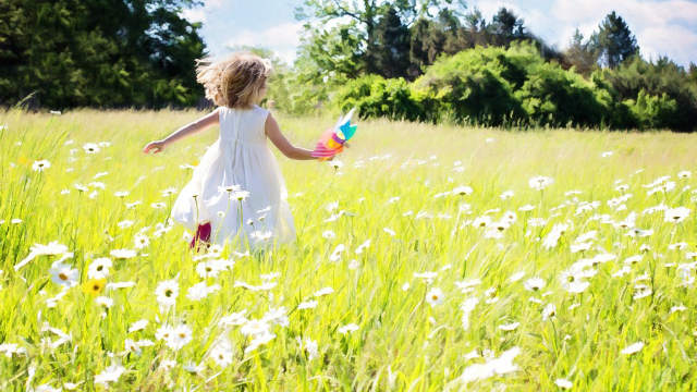 little girl play in flowers