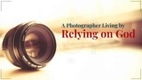 A Photographer Living by Relying on God